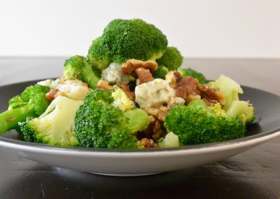 CWS-0230-3 Steamed broccoli, toasted walnut and gorgonzola